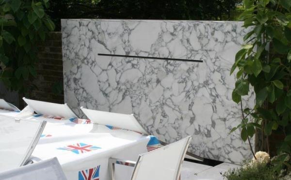 Arabescato water feature Carrara terrace resized 600