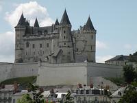 tuffeau chateau saumur resized 600