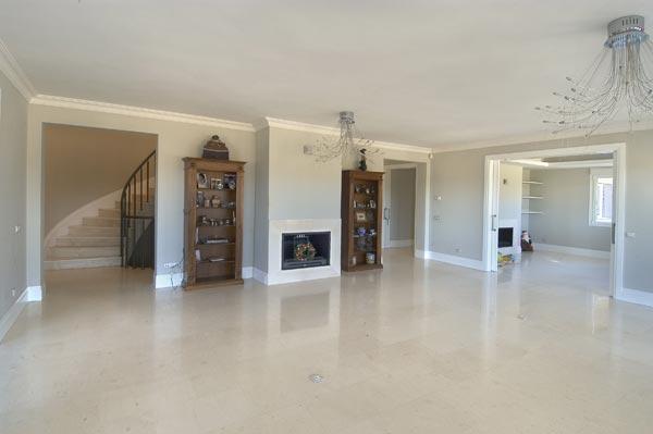 Spanish limestone Crema Palancar floor tiles