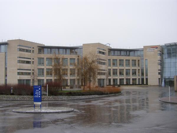 Chamesson B7   British Airways HQ   in the rain resized 600