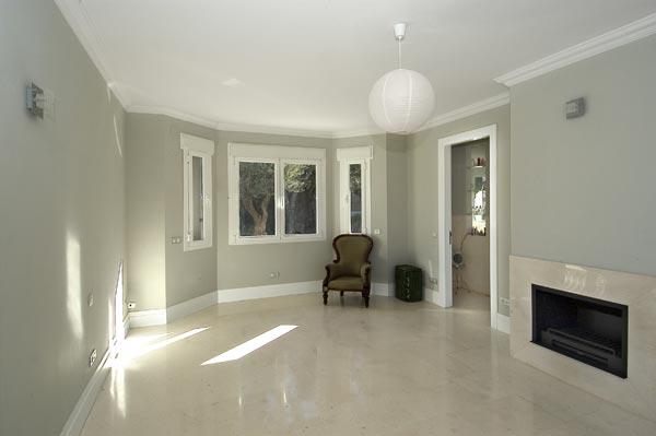 Crema Marfil alternative - Palancar limestone floor and fire surround