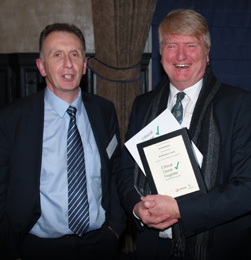 Steve Turner collecting the certificate for Ethical Stone Register from David Richardson of Diagenesis Consulting.