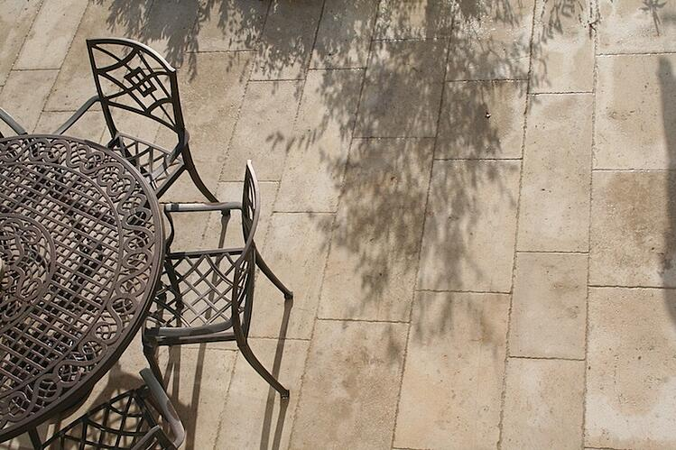 ampilly-hammered-brushed-patio-french-limestone-for-outside.jpg