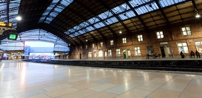Rocheret French limestone - platform Bristol Temple Meads station